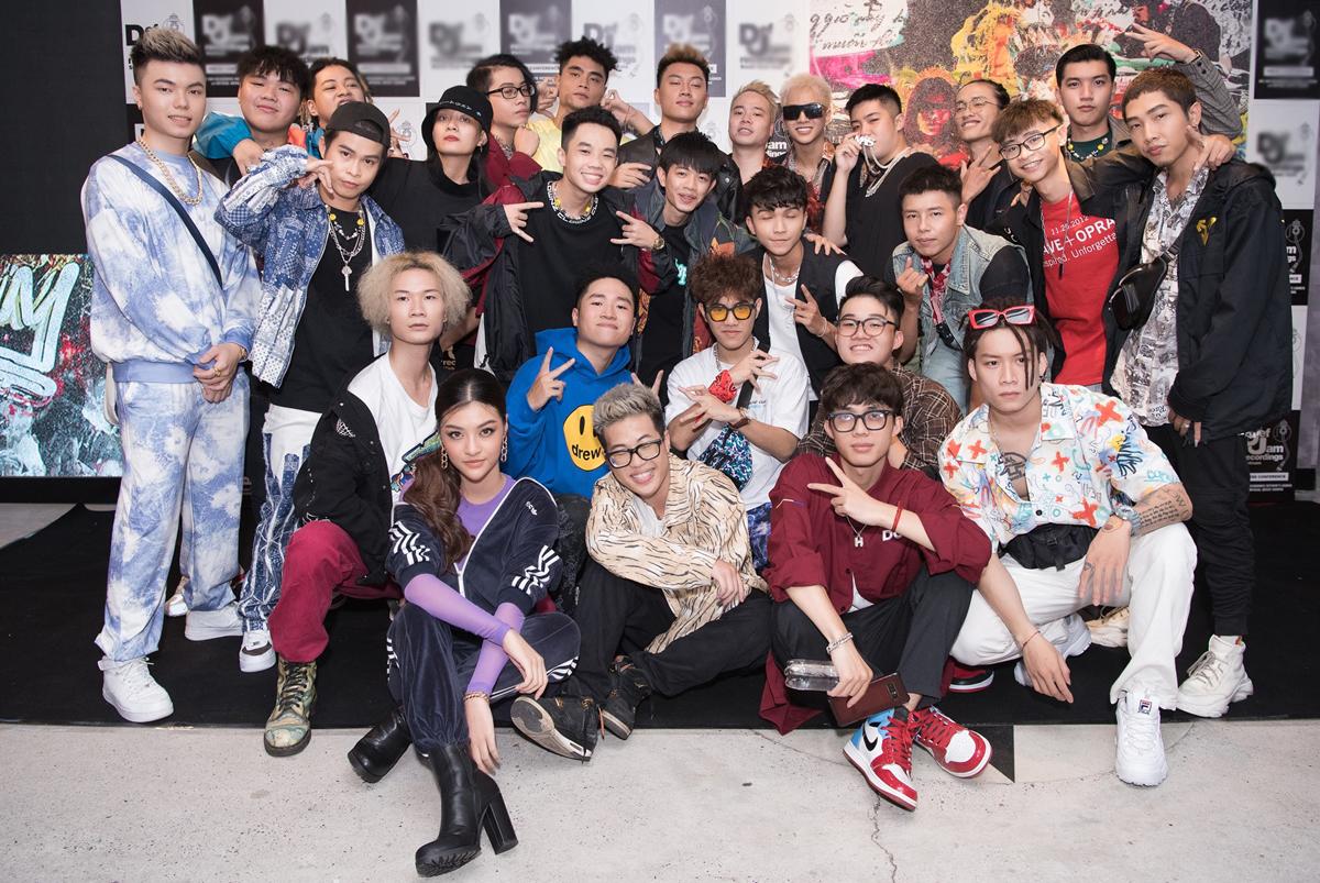 Ngày 24/9, rapper Obito tổ chức ra mắt MV Lost tại TP HCM. Đến chung vui có cả 100 rapper thuộc giới Underground, trong đó gồm nhiều thí sinh đang hot của hai show Rap Việt lẫn King Of Rap.