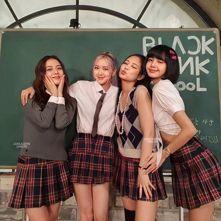 Black Pink diện đồng phục nữ sinh khi quay show thực tế 24/365 with Black Pink.