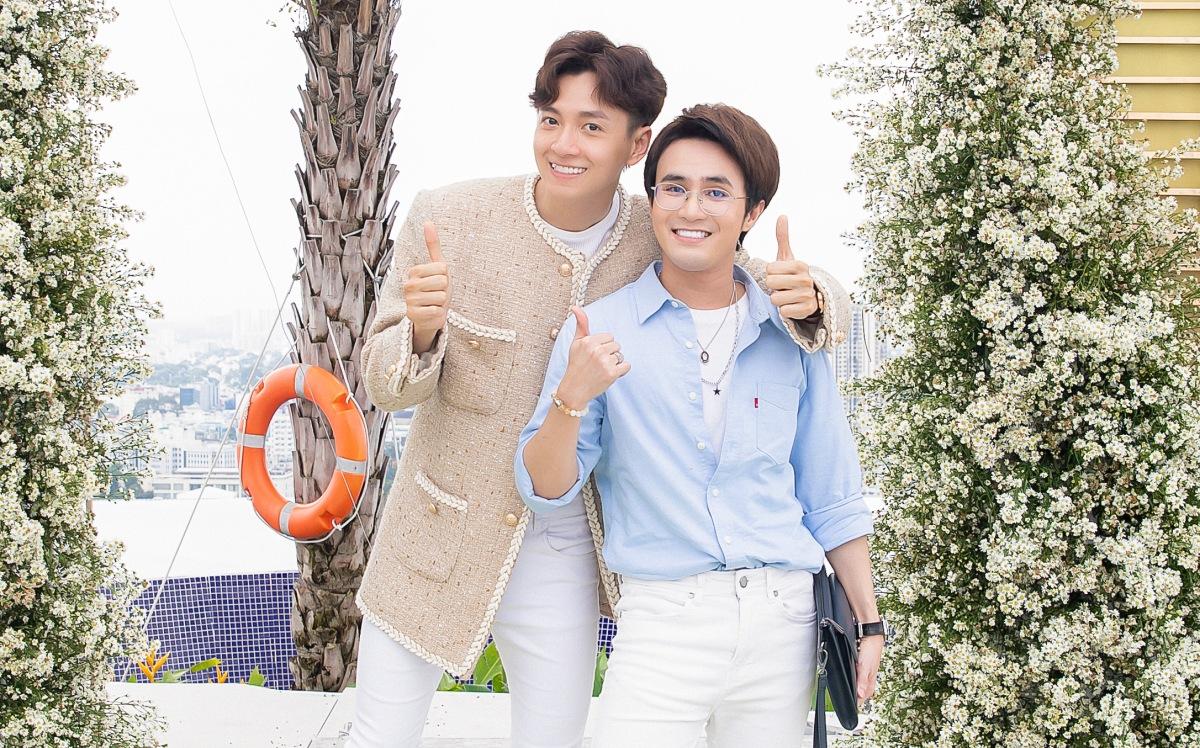 Huỳnh Lập là cameo trong MV cùng Đông Nhi và Khả Như.