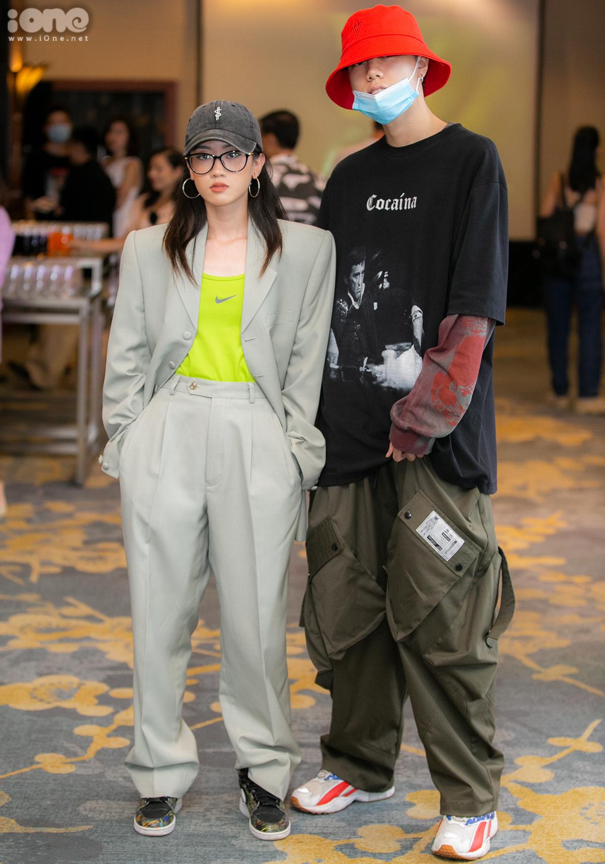 Không có giới hạn trong chuyện ăn mặc với sinh viên Học viện thời trang London. Cặp đôi Phương Linh - Văn Nghĩa chọn phong cách streetwear bụi phủi với cách lên đồ layer cùng những item oversized.