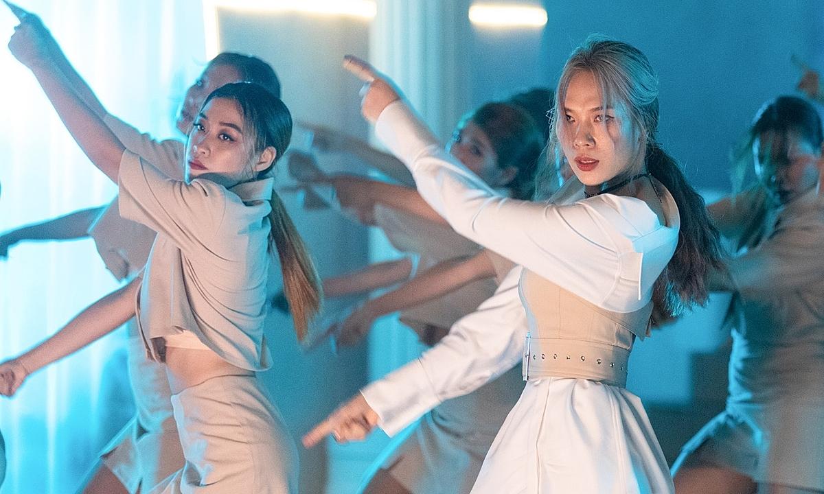 Trưng trổ vũ đạo trong MV mới, Mỹ Tâm bị soi như nhảy Miss Audition - 1