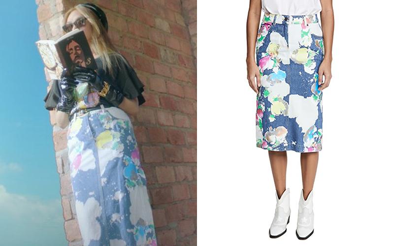 Chân váy màu loang của Moschino giá khoảng 10 triệu đồng mang đến cho Mỹ Tâm hình ảnh năng động, cá tính.