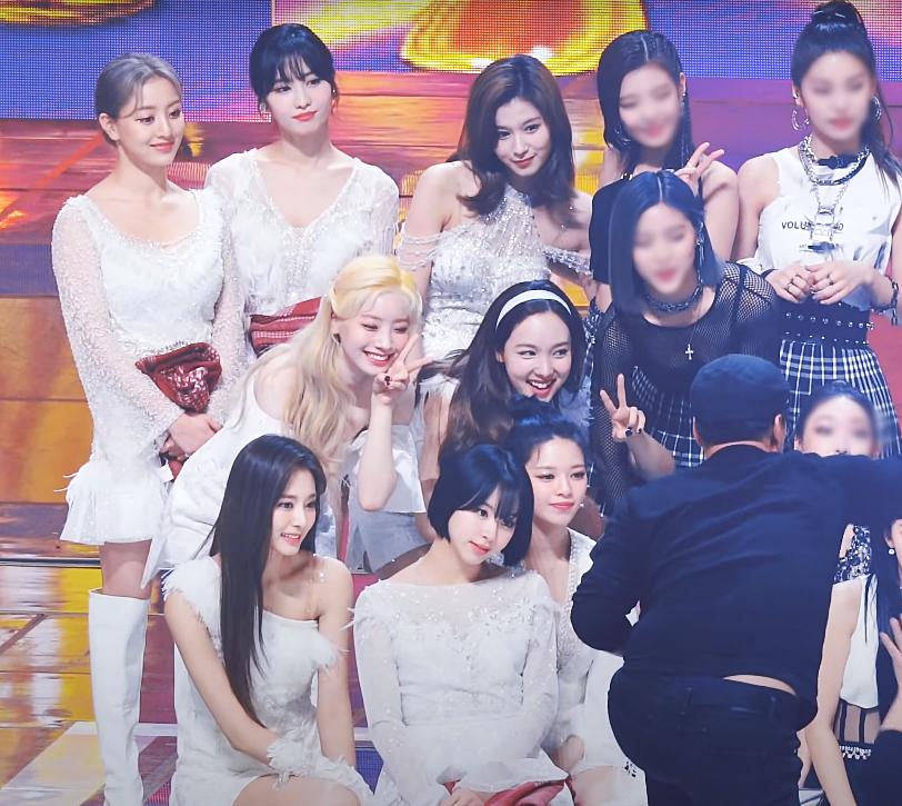 Tại SMA 2020, Twice khiến fan xốn xang vì khoảnh khắc khoe nhan sắc trên sân khấu vô cùng lộng lẫy và nổi bật.