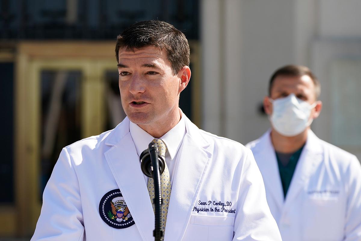 Bác sĩ Nhà Trắng  Sean P.Conley chia sẻ về tình hình sức khỏe của Tổng thống Trump ngày 4/10. Ảnh: CNN.