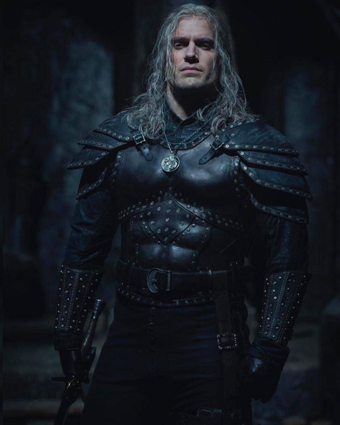 Bom tấn The Witcher tung tạo hình mới của nam thần Henry Cavill