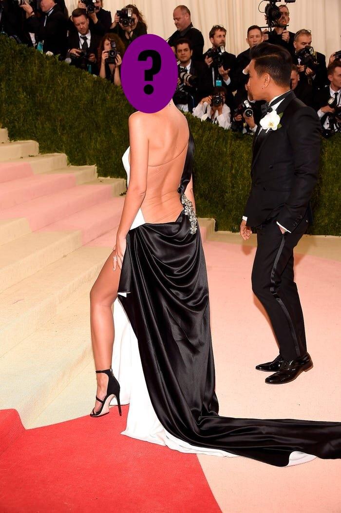 9 bộ váy khoe da thịt hết cỡ của loạt sao nữ Hollywood - 8