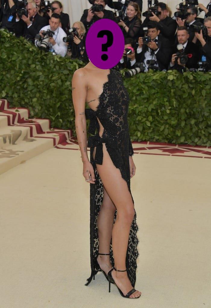 9 bộ váy khoe da thịt hết cỡ của loạt sao nữ Hollywood - 12