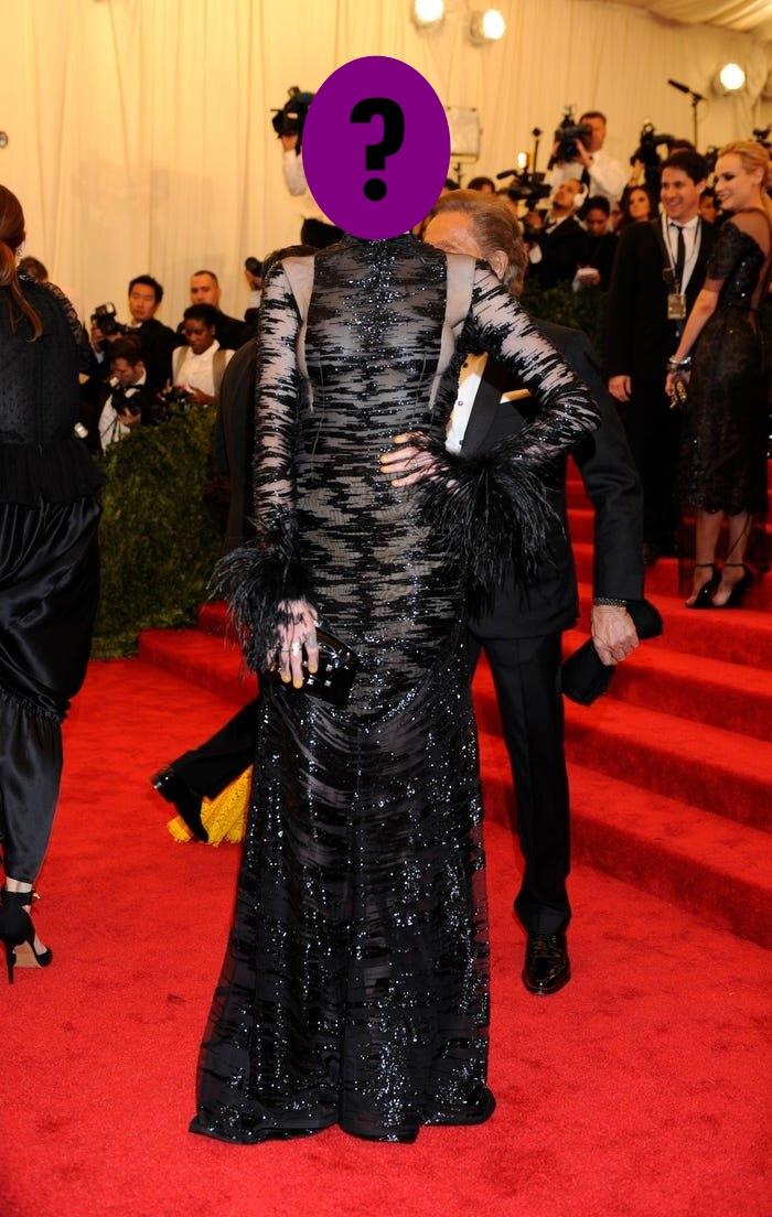9 bộ váy khoe da thịt hết cỡ của loạt sao nữ Hollywood - 2