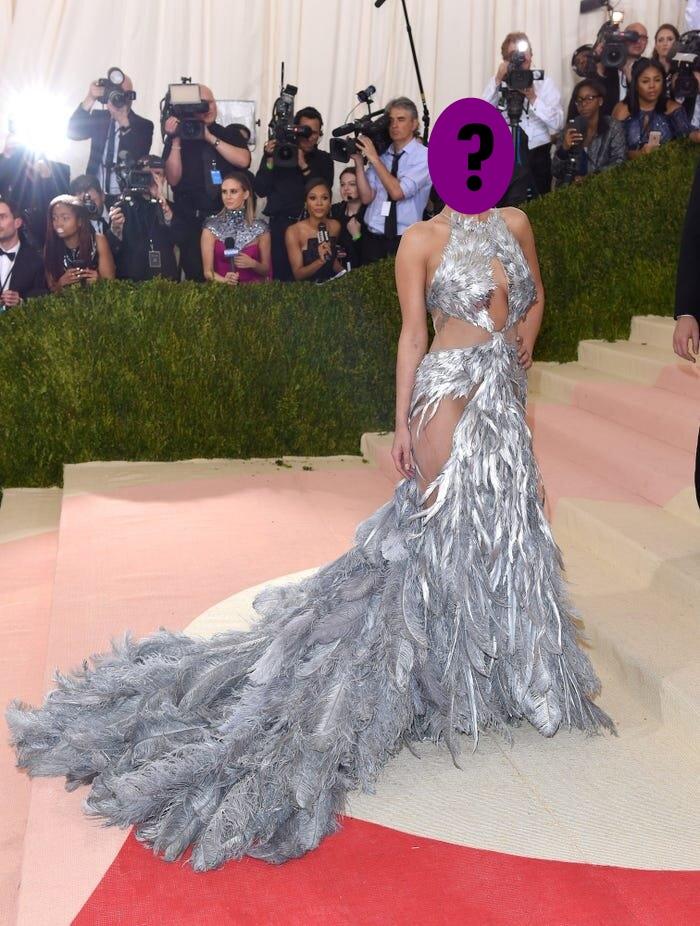 9 bộ váy khoe da thịt hết cỡ của loạt sao nữ Hollywood - 6