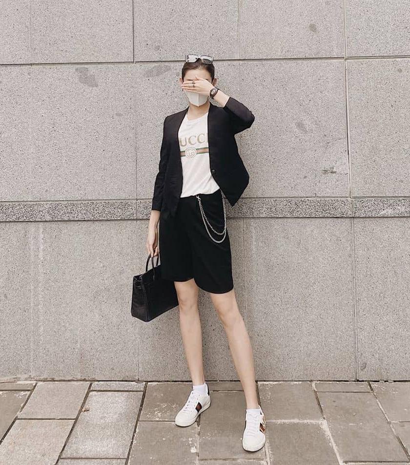 Huyền My cũng phối blazer và quần shorts tông xuyệt tông sắc màu, tạo nên tổng thể đơn giản nhưng ăn gian chiều cao đáng kể.