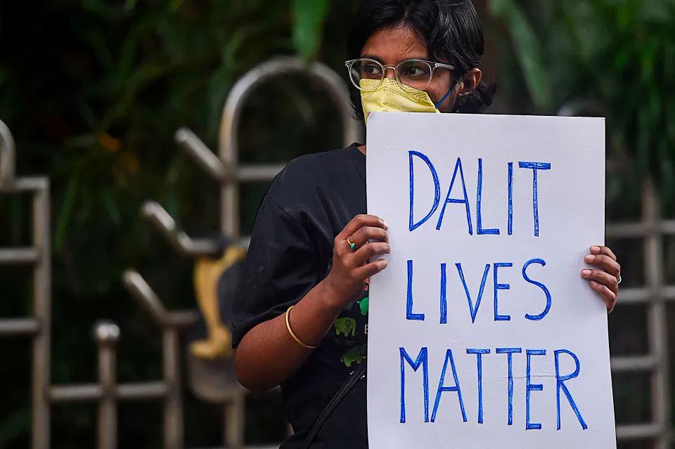 Bố chặt đầu con gái ở Ấn Độ vì hàng xóm chế nhạo bị hiếp dâm đến có thai