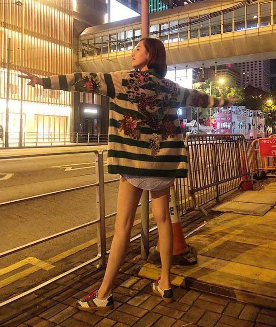 Theo Mai Phương Thúy, cô bị chinh phục bởi những hình thêu bắt mắt trên áo. Tuy nhiên từ khi mua về đến nay, hoa hậu cũng mới diện chiếc áo 250 triệu đồng này được vài lần.