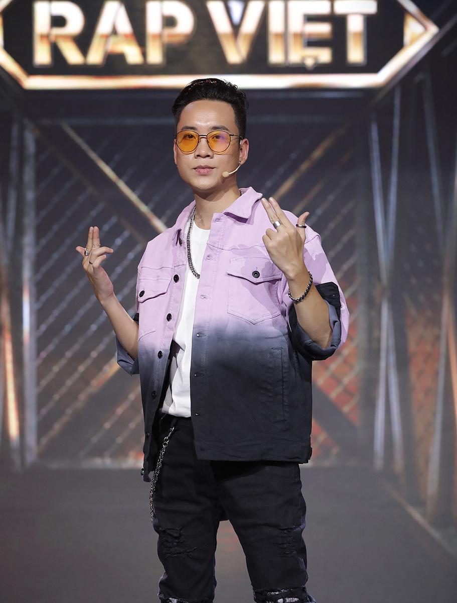 Thời trang Rap Việt: Binz chứng minh đẳng cấp tay chơi hàng hiệu đeo đồng hồ 6,5 tỷ đồng - 4