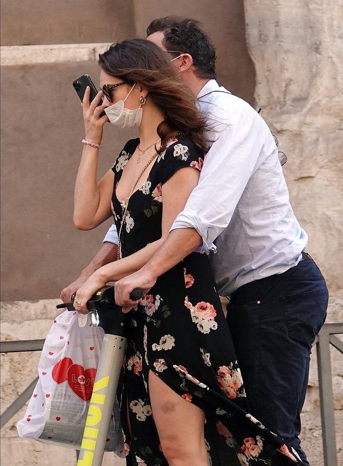 Vợ tan nát cõi lòng khi thấy  Dominic West ngoại tình với Lily James - 3