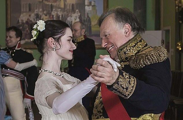 Giáo sư Sokolov và người tình Yeshchenko trong một lần hóa thân thành nhân vật lịch sử. Ảnh:VK