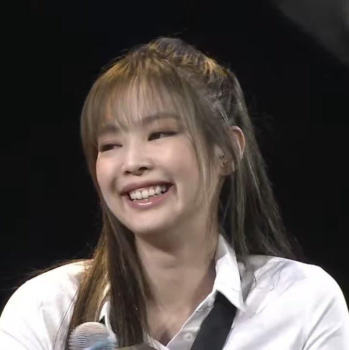 Ji Soo đánh mất phong độ visual, để Rosé lấn lướt trong họp báo - 2