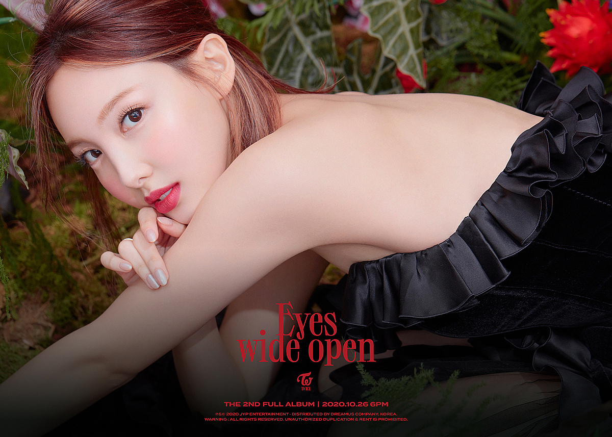 Na Yeon bị chê tạo hình đứng tuổi trong teaser comeback - 6