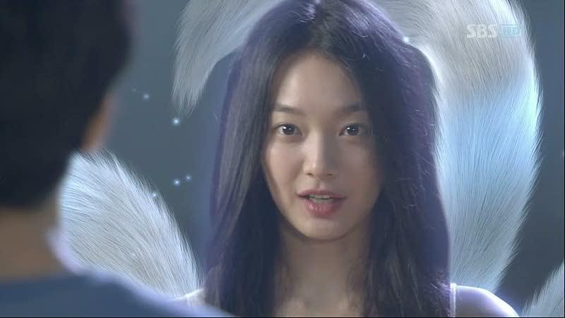 Shin Min Ah có lẽ là nàng cáo nổi tiếng nhất của màn ảnh Hàn Quốc sau vai diễn nàng hồ ly xinh đẹp Miho trong My Girl Friend Is A Gumiho(2010). Bộ phim xoay quanh mối tình hài hước và lãng mạn giữa cô hồ ly xinh đẹp Miho với chàng ngố Dae Woong (Lee Seung Gi). Sau khi phim phát sóng, Shin Min Ah và Lee Seung Gi đều được đông đảo khán giả yêu thích.
