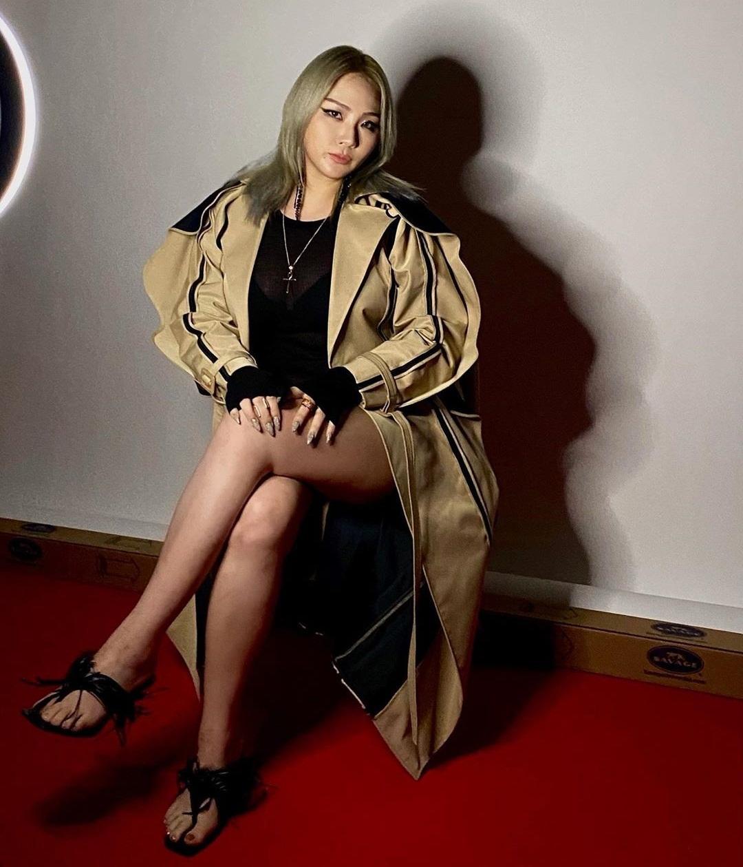 CL có khuôn mặt khác lạ trong bức ảnh mới nhất.