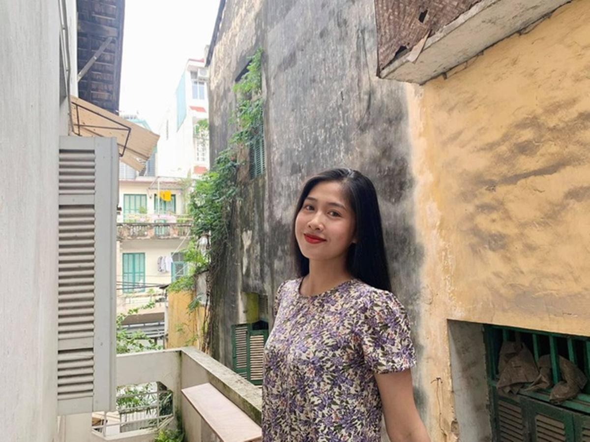 Vân Ly dành nhiều thời gian cho công việc nên ít đăng ảnh, cập nhật cuộc sống hàng ngày trên trang cá nhân. Cô có sở thích đi du lịch, gặp bạn bè.