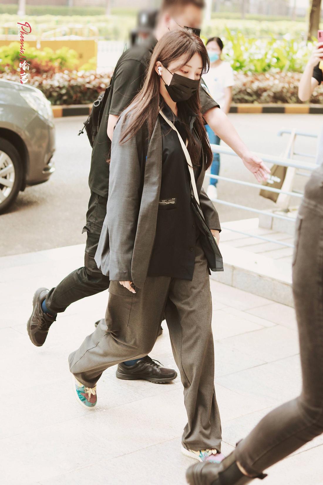 Thành viên The9 có phong cách thời trang thu hút với điểm nhấn là đôi giày Nike Dunk Low SP Lemon Wash thời thượng. Nữ idol chuộng giày thể thao, sở hữu bộ sưu tập đắt đỏ.