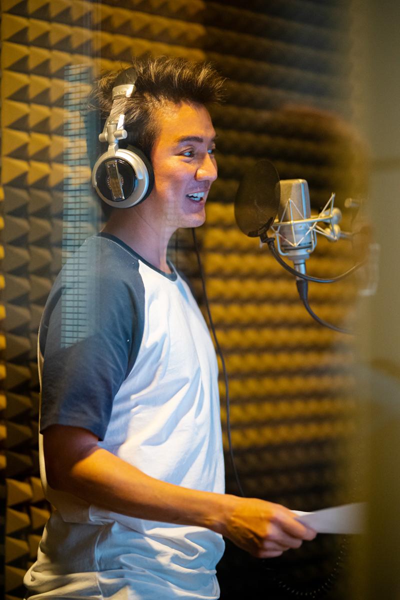 Giọng của ca sĩ Đàm Vĩnh Hưng đã xuất hiện trong trailer phim.