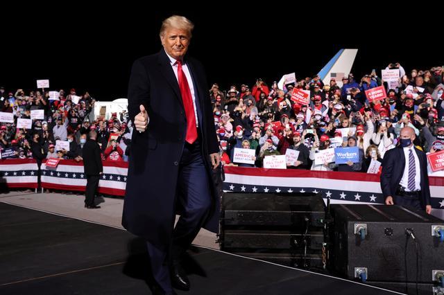 Trump trong cuộc vận động tranh cử tại bang Pennsylvania, Mỹ, ngày 13/10. Ảnh: Reuters.
