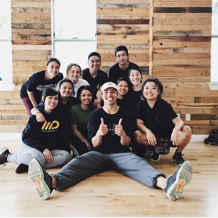 Carlo Darang (đội mũ trắng) tham gia sáng tạo vũ đạo cho bài hát Dope. Ảnh: Koreaboo