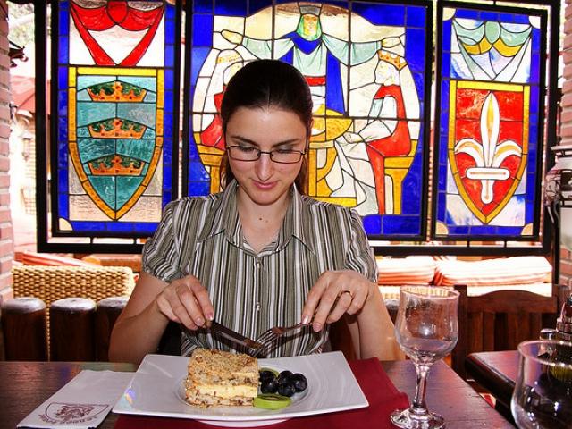12 quy tắc trên bàn ăn qua câu trả lời đúng - sai? - 1