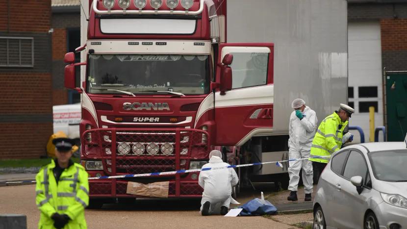 Chiếc container chở 39 thi thể được phát hiện khu công nghiệp ở Grays, hạt Essex, Anh. Ảnh: PA.