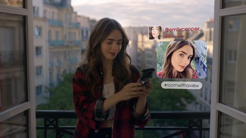 Những chi tiết phi thực tế khiến Emily in Paris bị chỉ trích là xúc phạm nước Pháp - 3