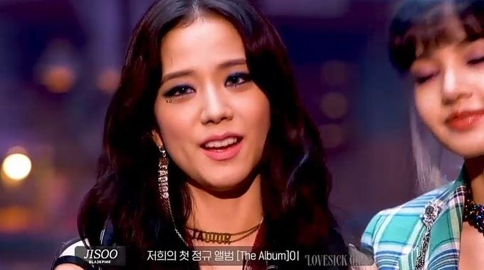 Ji Soo gây hoang mang với khuôn mặt đầy nếp nhăn, trông khá dừ trong video making film MV Lovesick Girls.