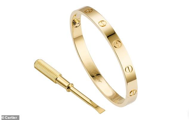 Meghan đeo đồng hồ của Công nương Diana và set đồ đắt giá - 7