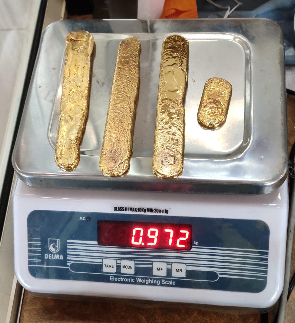 Vàng được cán dẹt, nặng 972gr.