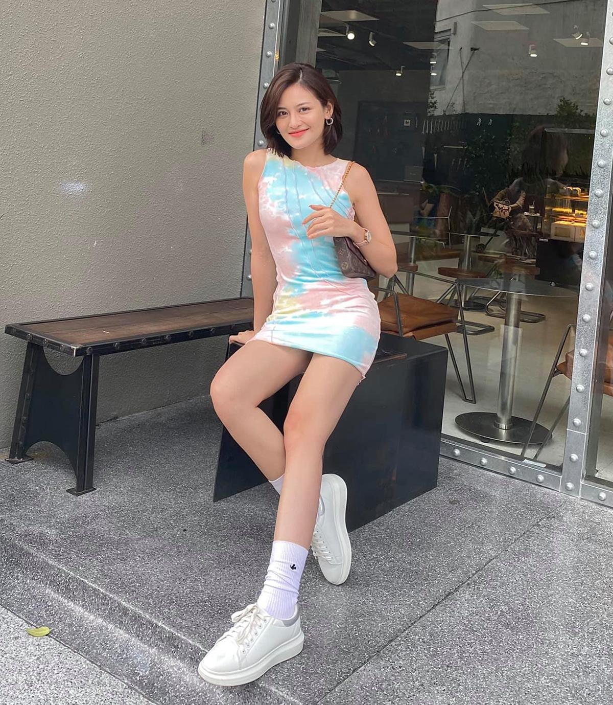 Thùy Anh diện đầm loang pastel tôn lên vẻ đẹp ngọt ngào, tươi trẻ.