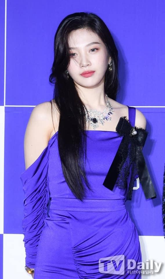 Irene hốc hác, mất danh hiệu visual vào tay Joy trên thảm đỏ - 10