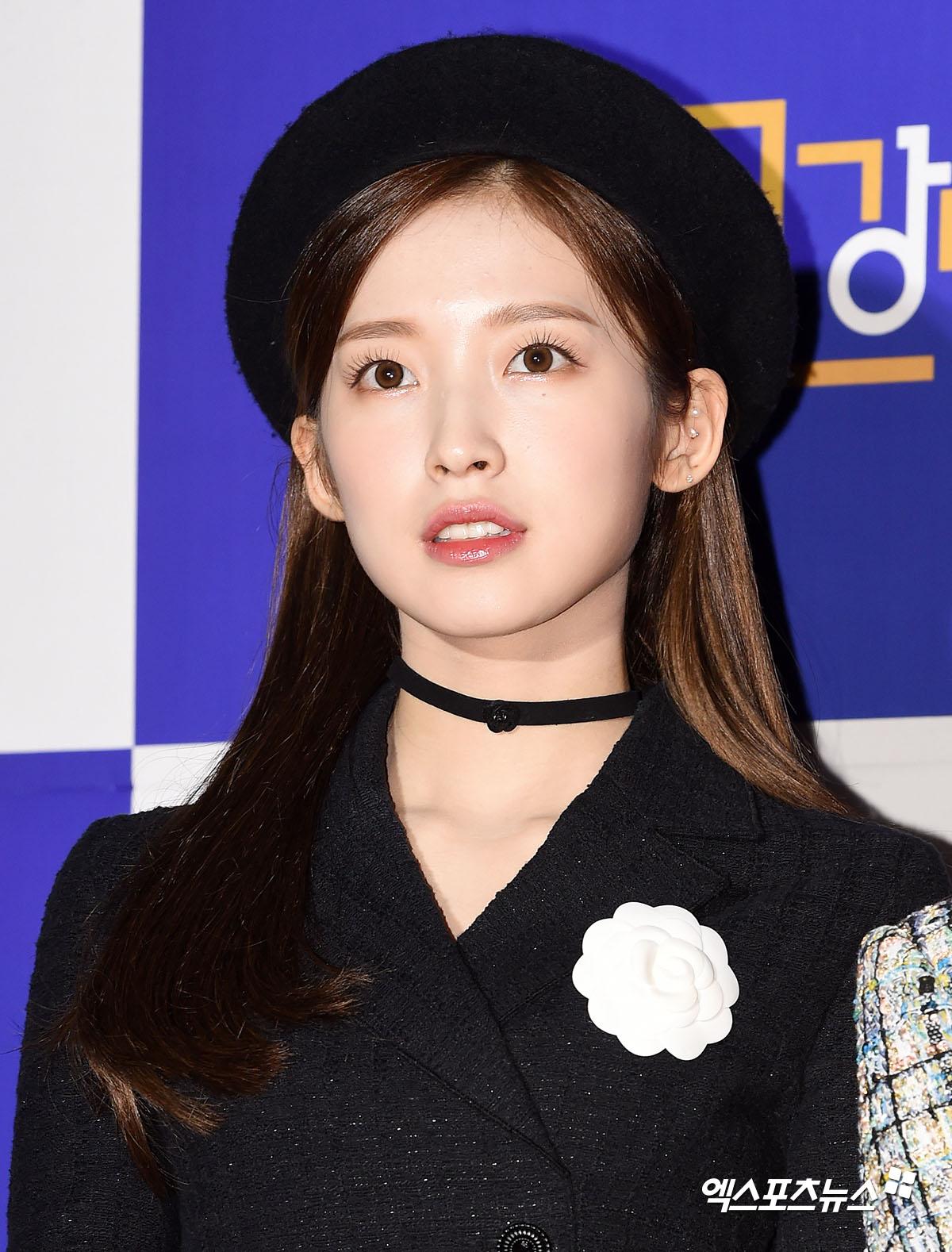 Irene hốc hác, mất danh hiệu visual vào tay Joy trên thảm đỏ - 20