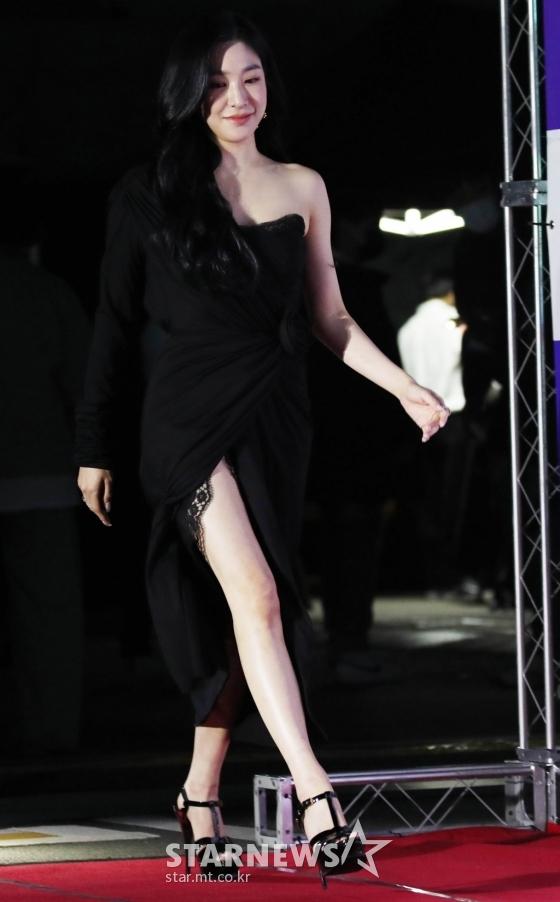 Irene hốc hác, mất danh hiệu visual vào tay Joy trên thảm đỏ - 18