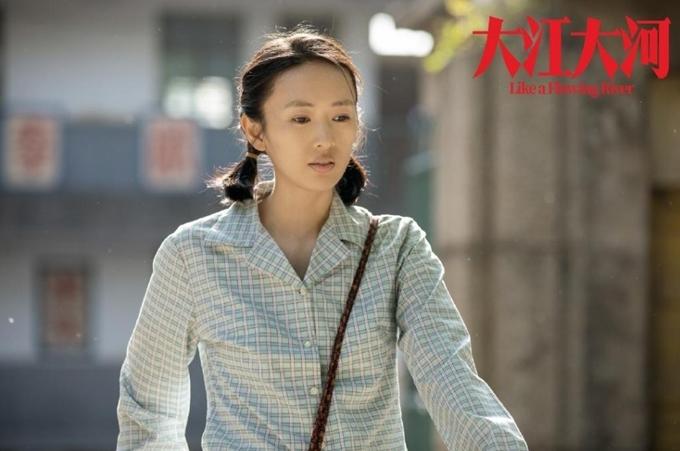 Đồng Dao nhận giải Thị hậu.