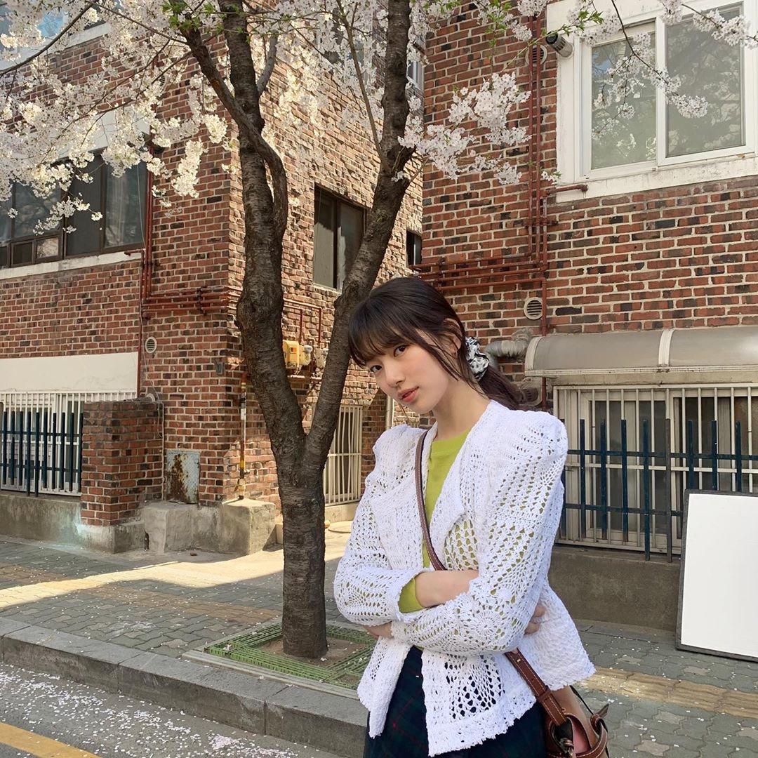 Suzy đăng ảnh dịu dàng trên phố quảng bá phim mới Start Up.