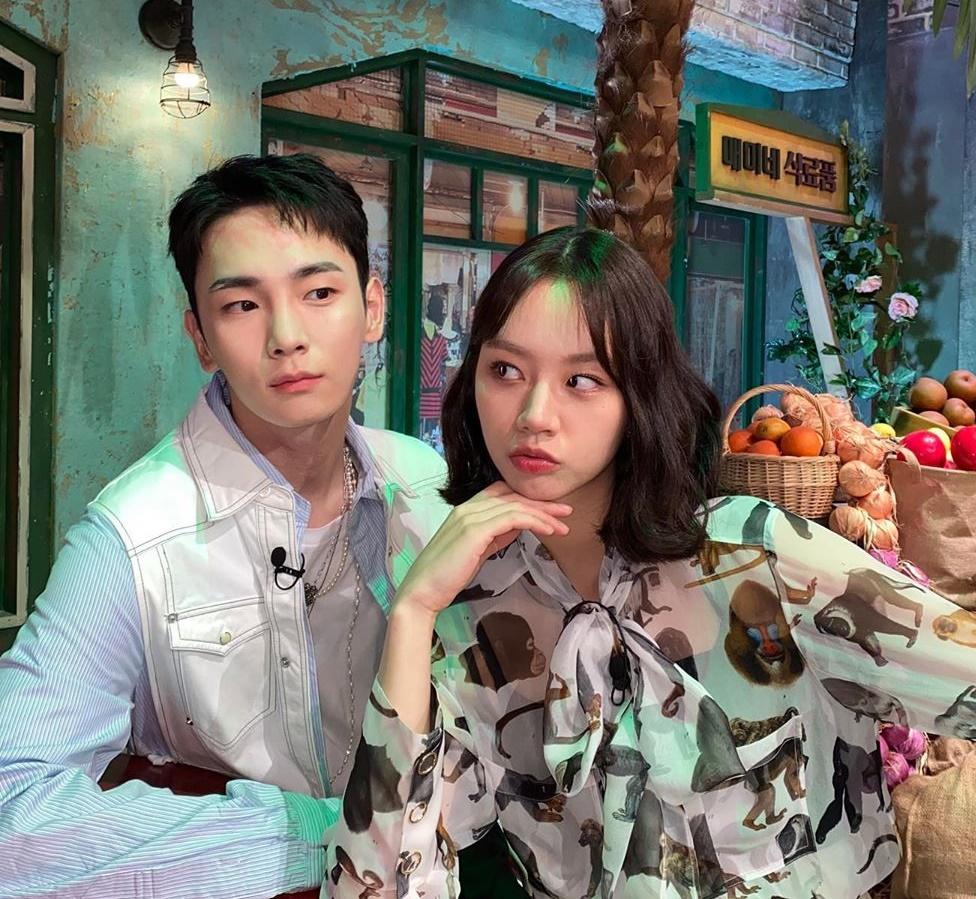 Key (SHINee) tái xuất trên show Amazing Saturday, thân thiết với Hye Ri.