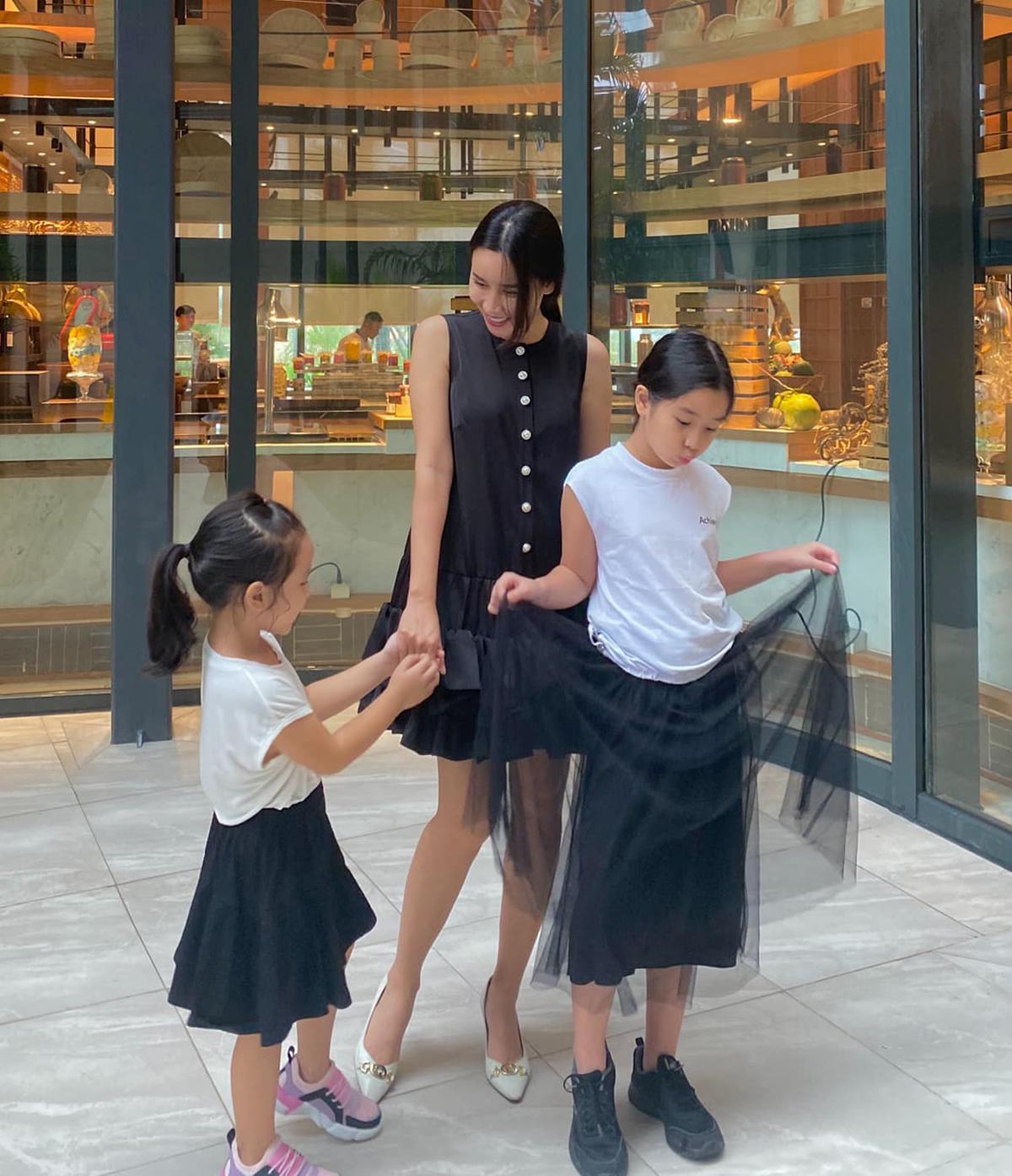 Lưu Hương Giang cho hai con gái đi vui chơi ở một khu resort 5 sao tại Phú Quốc.