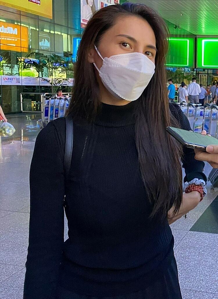 Thủy Tiên tại sân bay Tân Sơn Nhất chiều 20/10.