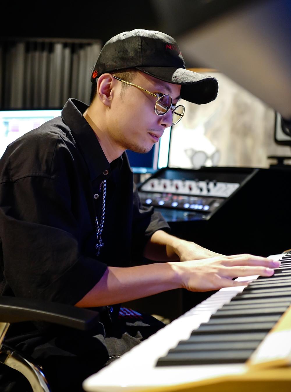 Rhymastic không chỉ là giám khảo mà còn là producer góp phần làm ra các bản phối cho thí sinh. Điều anh quan tâm là phải lắng nghe thí sinh cần gì và góp ý cho họ để mang đến phần dự thi hiệu quả nhất.