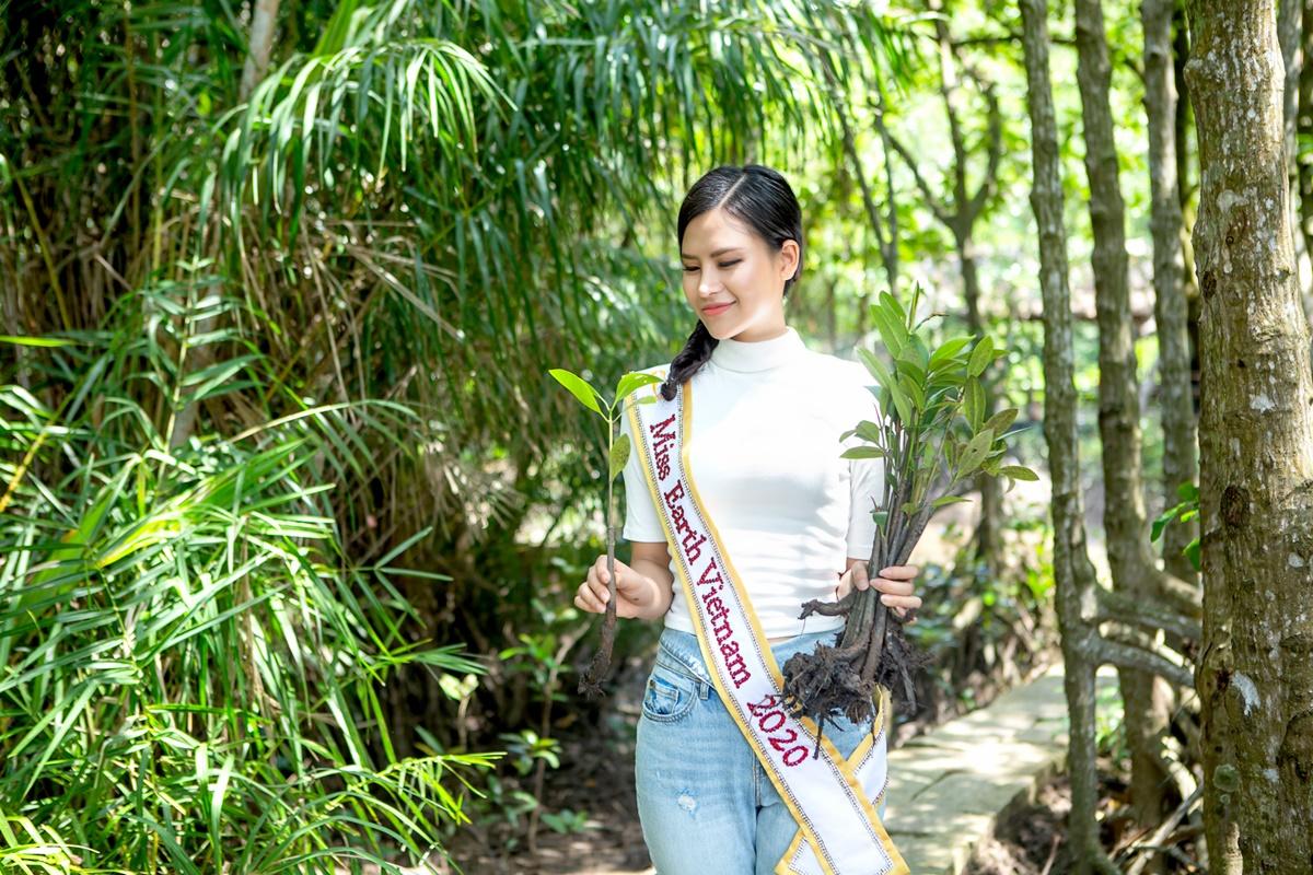 Thái Thị Hoa có lợi thế tiếng Anh. Trước đó, cô đã thi phần hùng biện và tài năng.