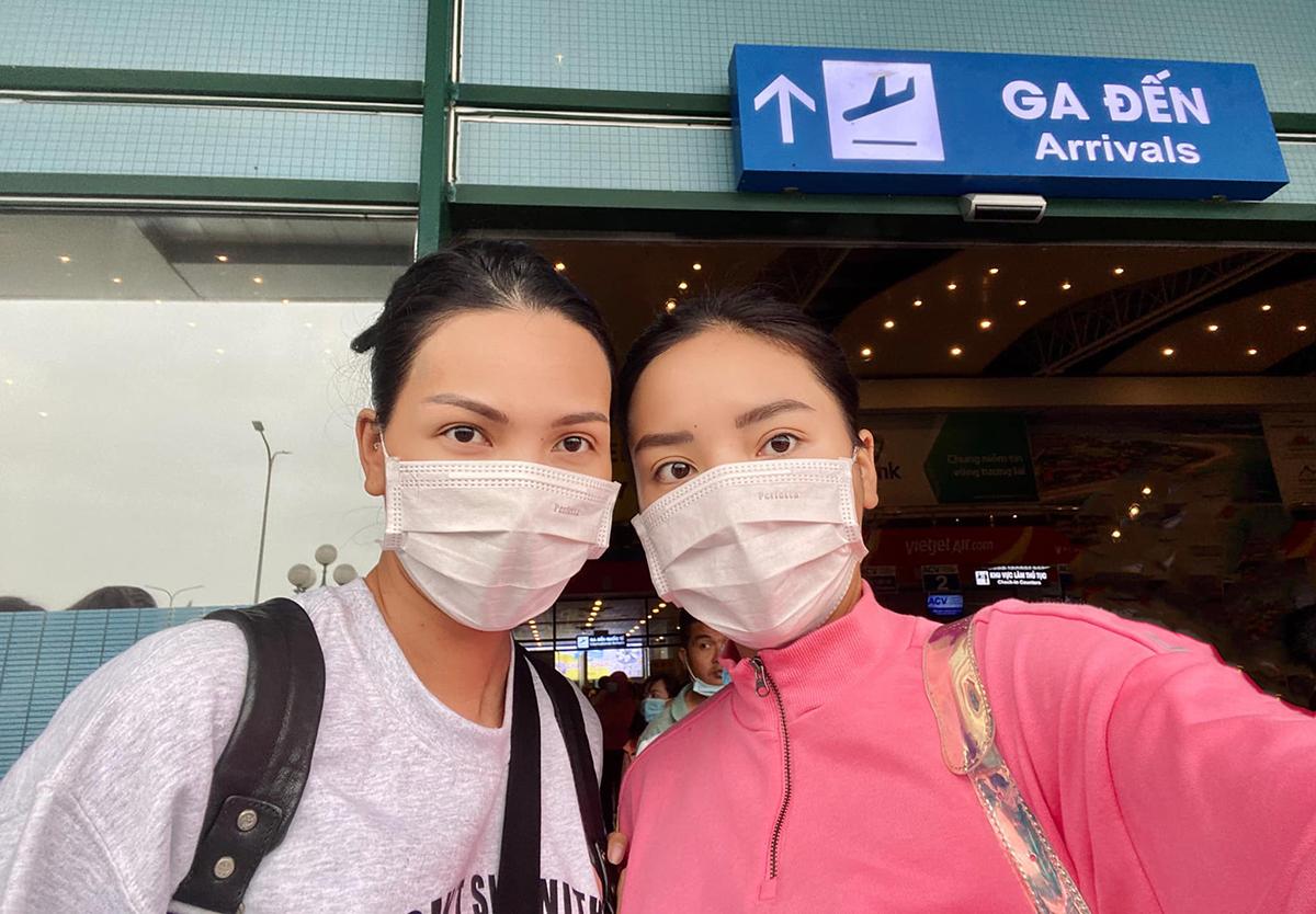 Minh Triệu và Kỳ Duyên hạ cánh ở Đồng Hới, Quảng Bình, chuẩn bị cứu trợ cho các bà con vùng lũ.