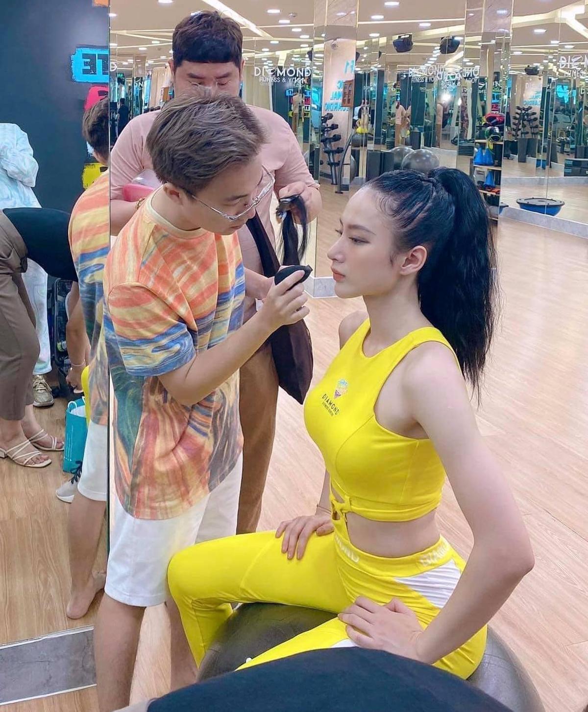 Đã lâu mới trở lại việc chụp ảnh, Angela Phương Trinh cho thấy vẫn giữ phong độ vóc dáng như xưa.