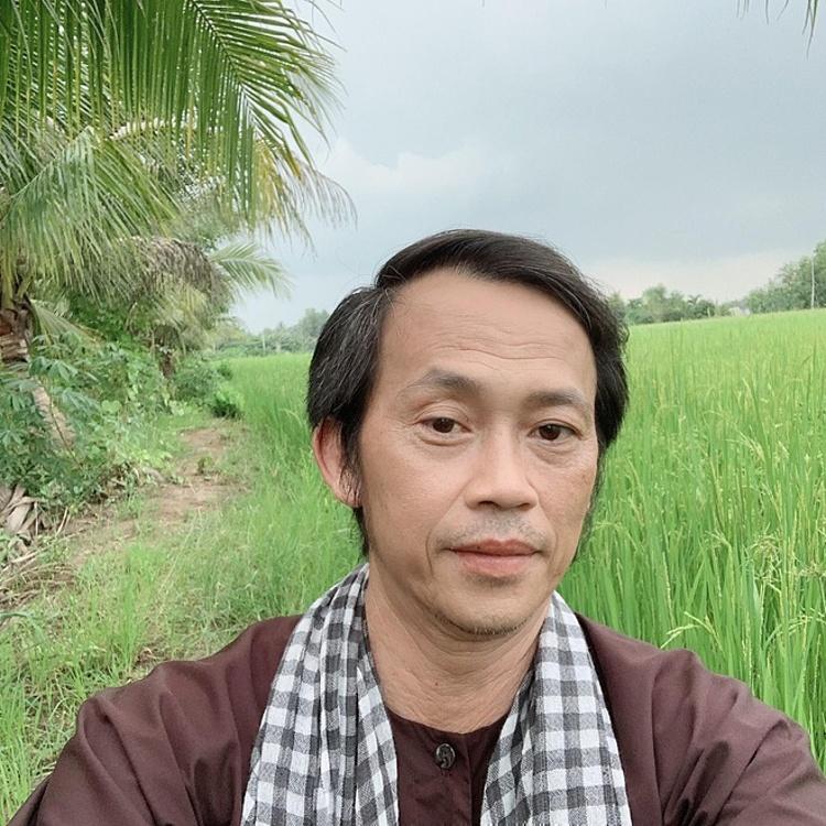 Hoài Linh không phải nghệ sĩ đầu tiên bị so sánh với Thủy Tiên về số tiền kêu gọi quyên góp.