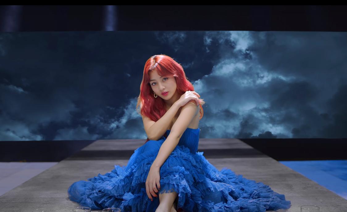 Twice comeback: Visual long lanh nhưng MV bị chê giả trân - 4