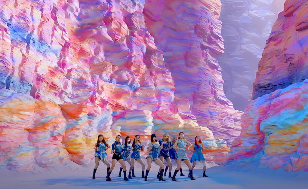 Twice comeback: Visual long lanh nhưng MV bị chê giả trân - 6